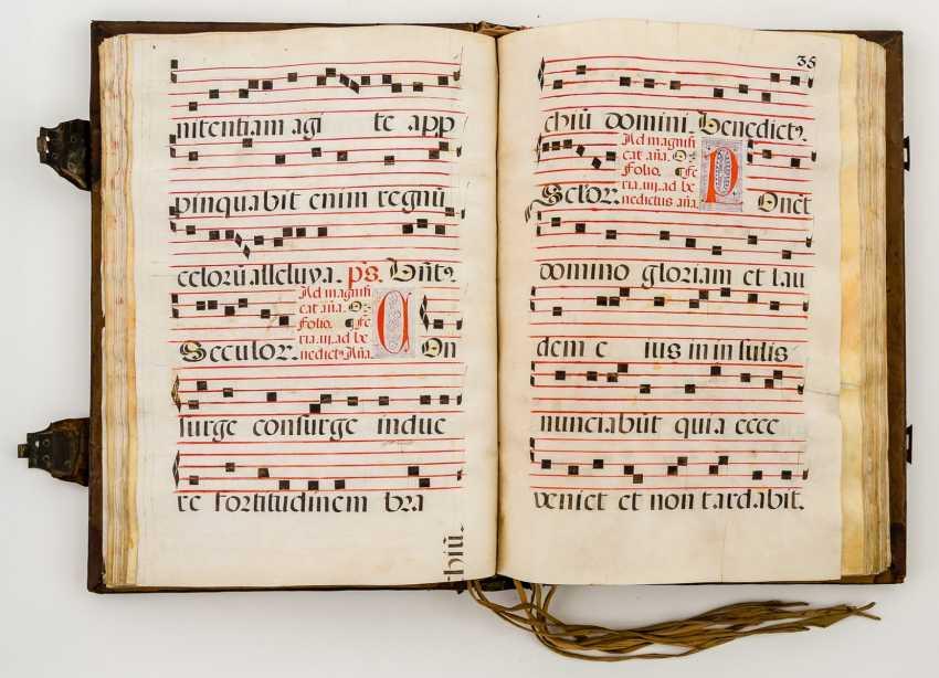 Monumental hand-written antiphonary - - - photo 1