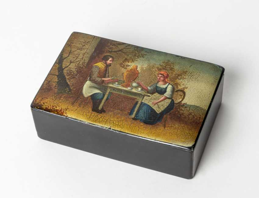 Adorable paint tin with a tea ceremony - photo 1