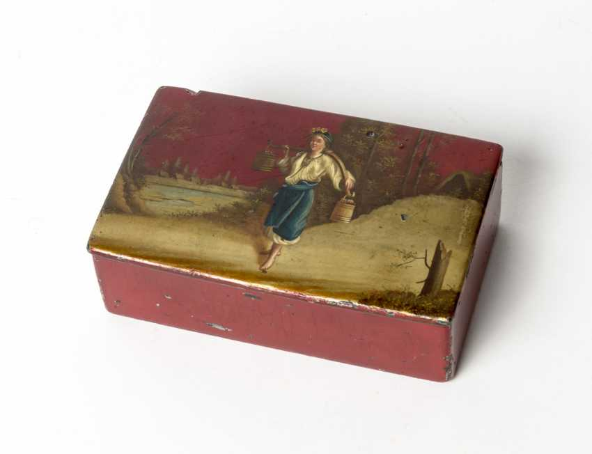 Red lacquer box with water-winner - photo 1