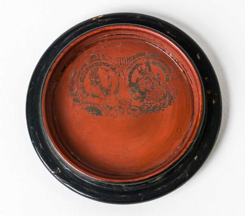 "Round lacquer box with scene of a ""Secret date"" - photo 2"