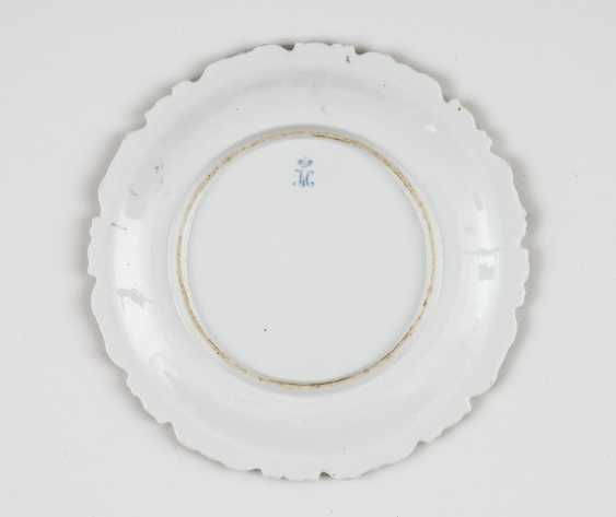 Magnificent plate with floral motifs - photo 2