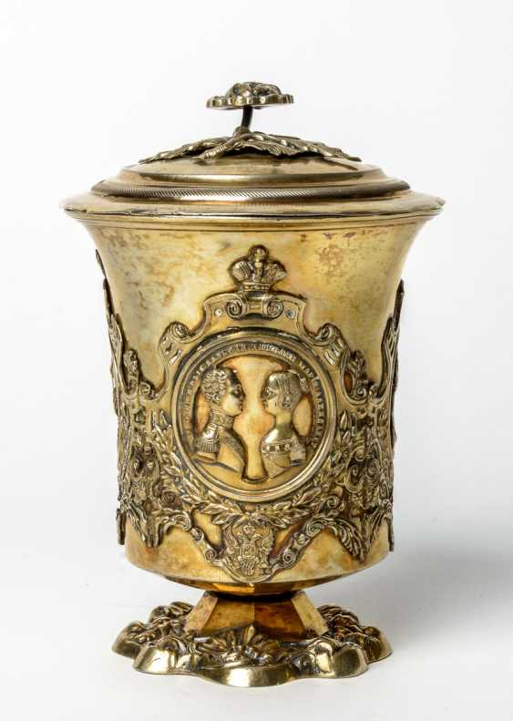 Important gold-plated silver Cup with medallions of the Imperial family - photo 2