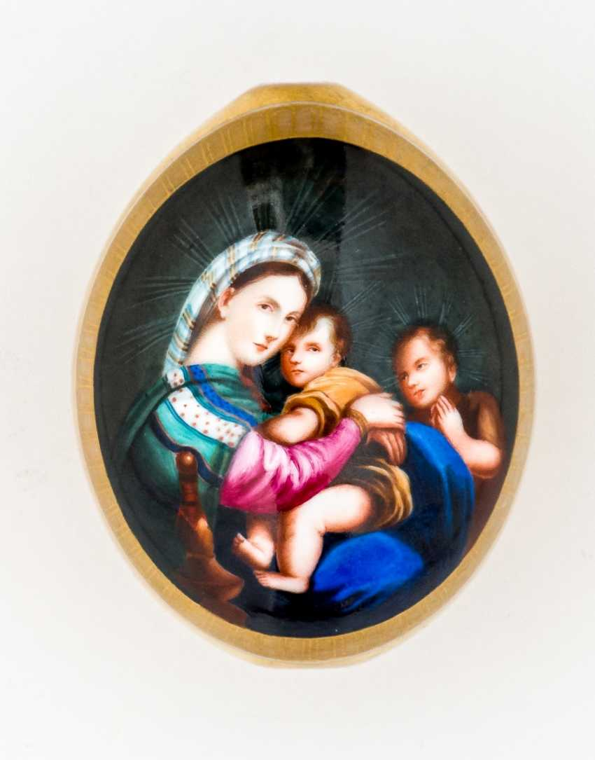 "Important porcelain Easter egg with the ""Madonna della Sedia"" after Raphael - photo 1"