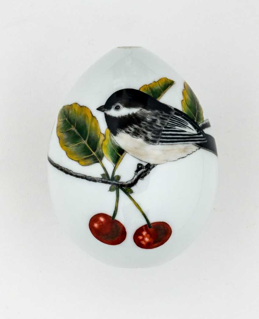 Porcelain Easter egg with bird and cherries - photo 1