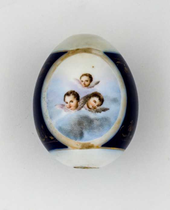 Porcelain Easter egg with Putti and rear-side inscription - photo 1