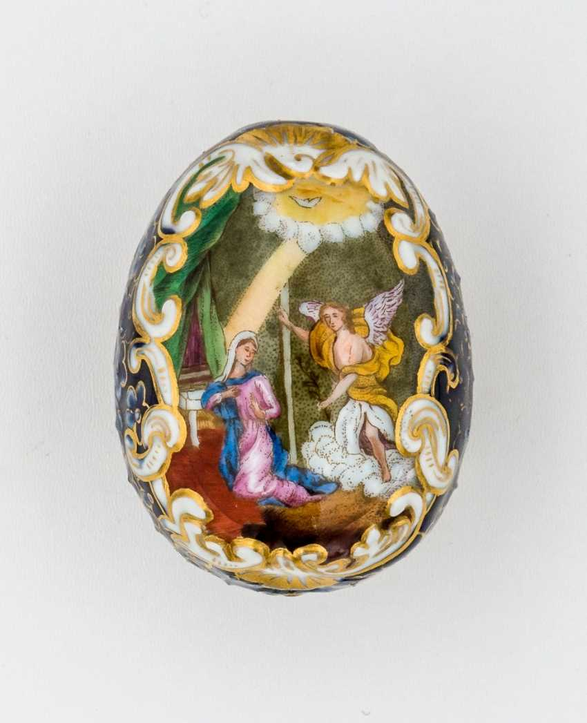Porcelain Easter egg with relief-like structure and representation of the Annunciation and of the thorn-crowned Jesus - photo 1