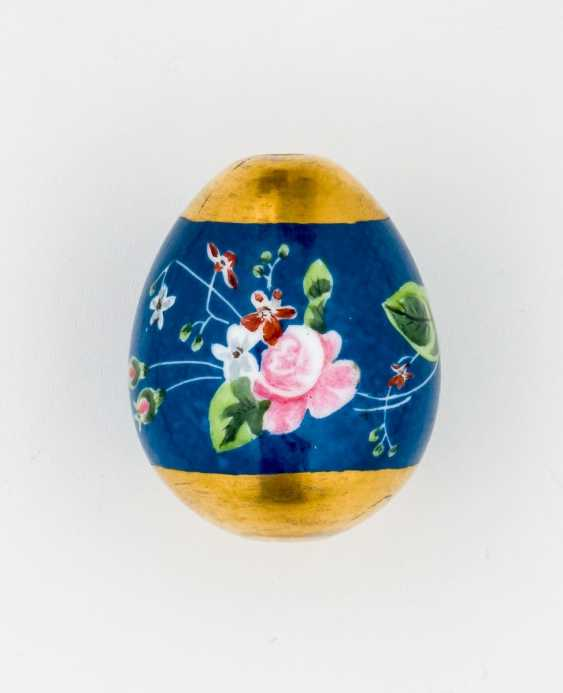 Porcelain Easter egg with flowers - photo 1