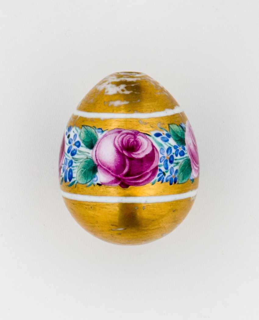 Porcelain Easter egg with floral motif - photo 1