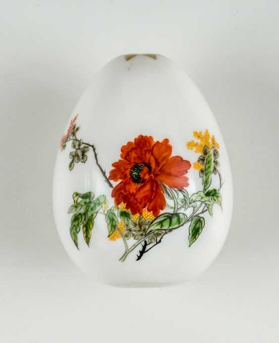 Rare Easter egg from glass with flowers. - photo 1