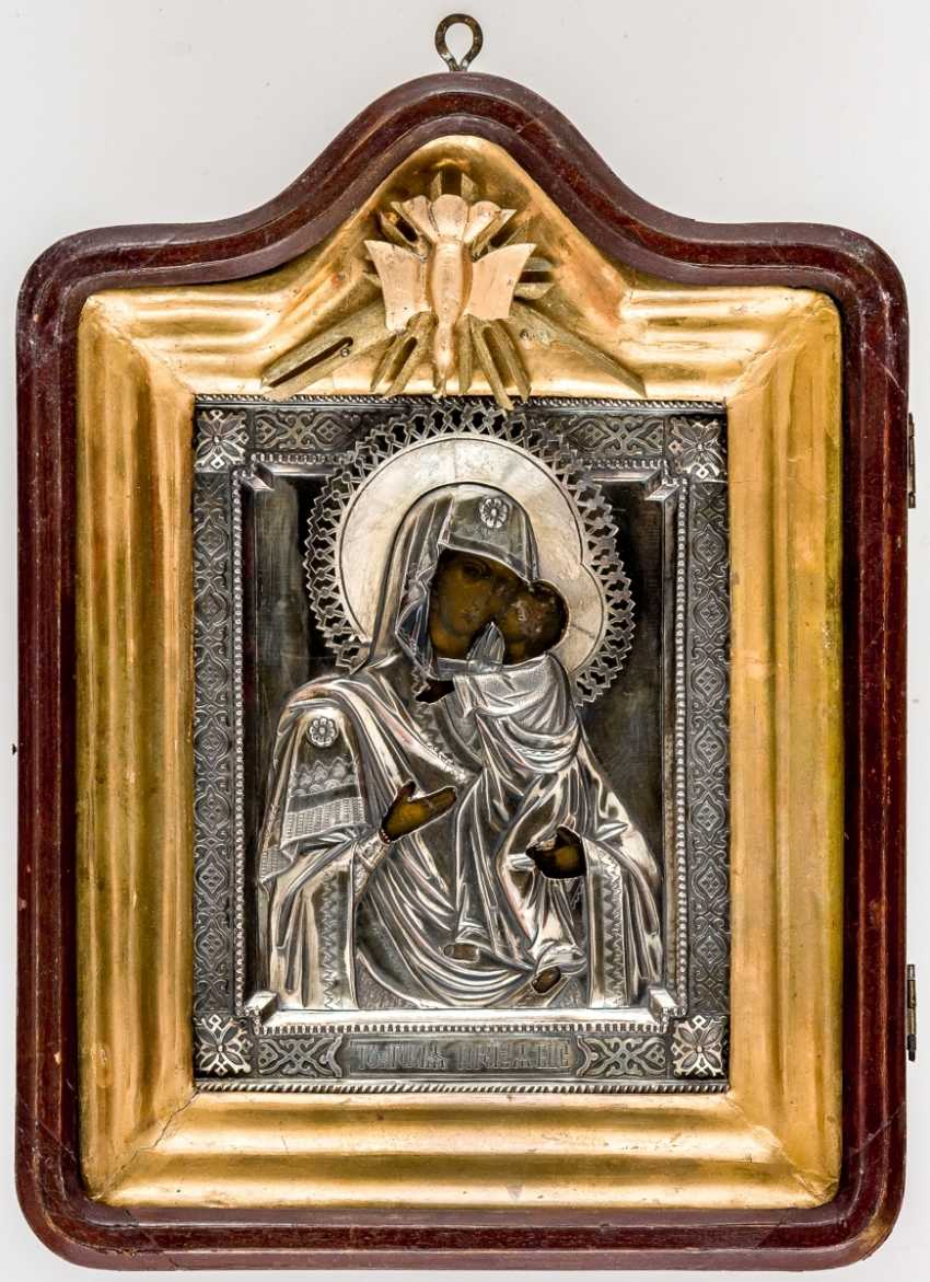 Icon of the mother of God Tolgskaja with Silberoklad in the icon case and the rear side blessing inscription of Archbishop Ionafan of Yaroslavl and Rostov from the 1890 - photo 1