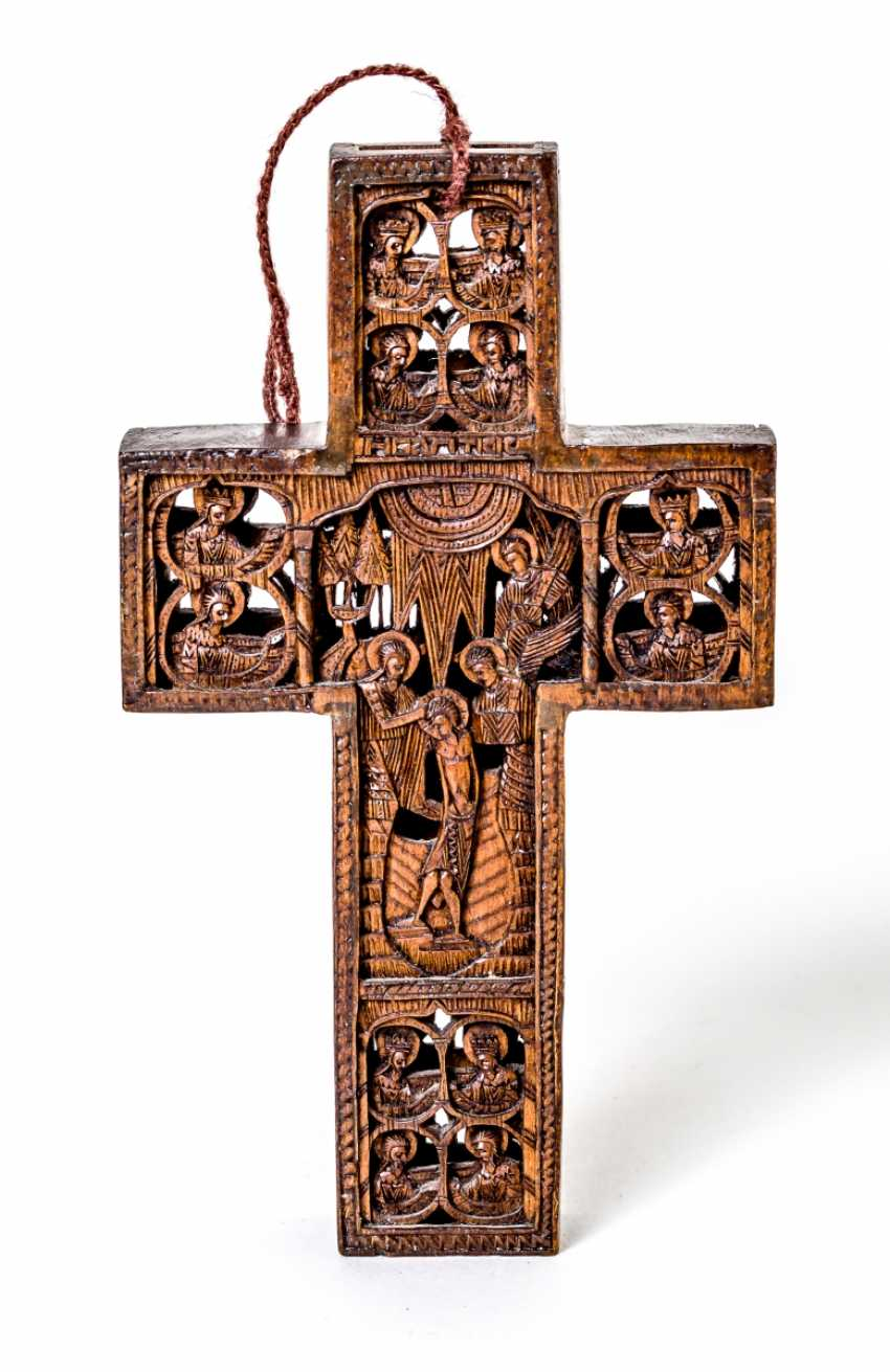 Small carved cross - photo 2