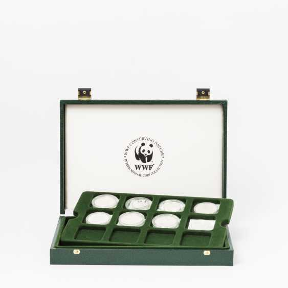 WWF - box with 8 coins, including - photo 1