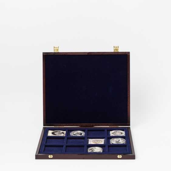 China - box with 10 Yuan 1997, Two king penguins, twelve-sided. - photo 1