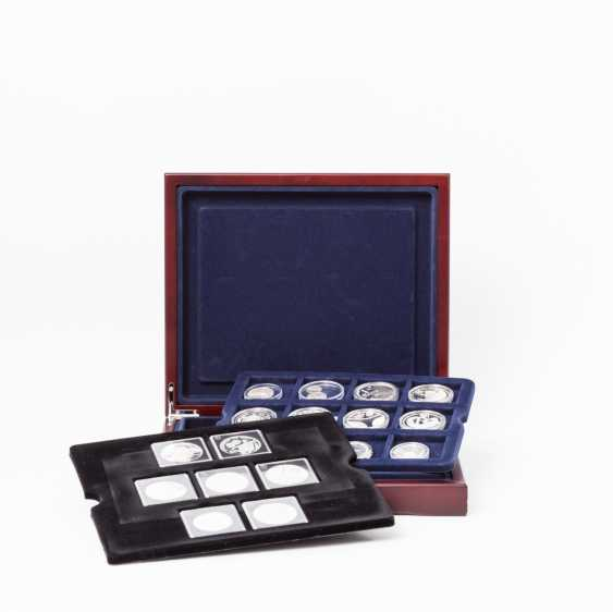 """Beautiful silver collection of coins and medals - 7 x silver coins to the subject of """"The greatest ruler in Europe"""", for example - photo 1"""