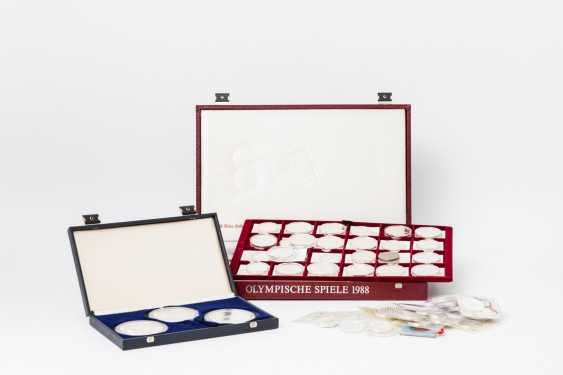 Collection of resolution - 80 predominantly modern silver coins, - photo 1