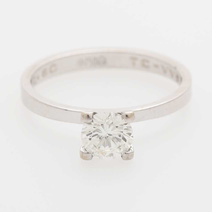 Solitaire ring with 1 brilliant; - photo 1