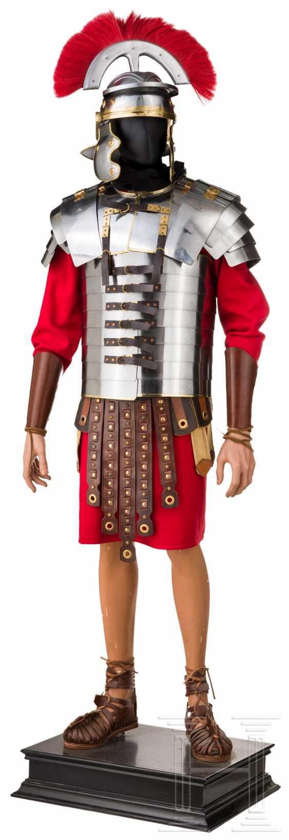 Оборудование римских солдат шлем с одного центурионы, танки, Subarmalis и Caligae - фото 1