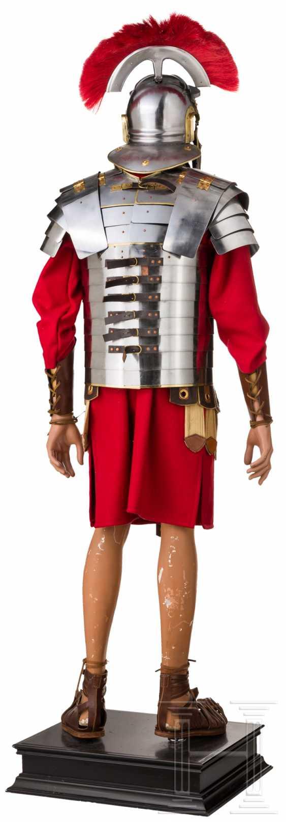 Оборудование римских солдат шлем с одного центурионы, танки, Subarmalis и Caligae - фото 2