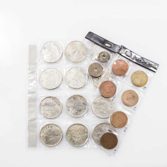 Lot of 20 part silver-colored metal coins. CHINA collection - photo 1