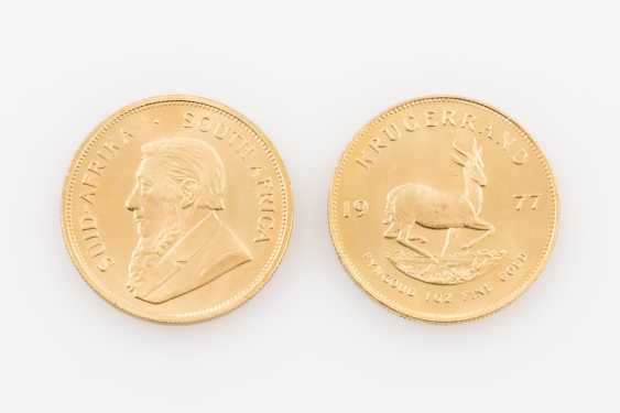 Beautiful gold vintage with a bit of SILVER - 2 x South African 1 Krugerrand 1977, vz, finger, fine prints, stained, per 1 ounce of Gold. - photo 5