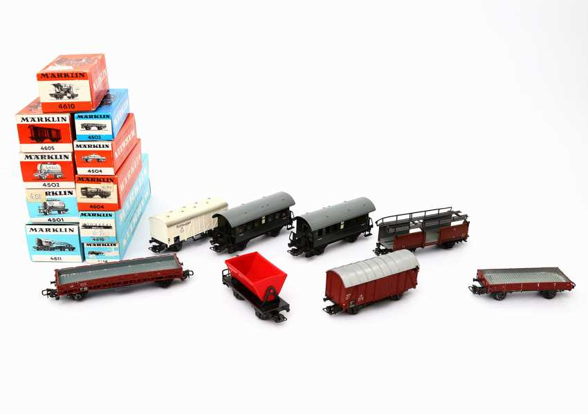 MÄRKLIN mixed lot of 18 passenger coaches and freight wagons, gauge H0, - photo 1