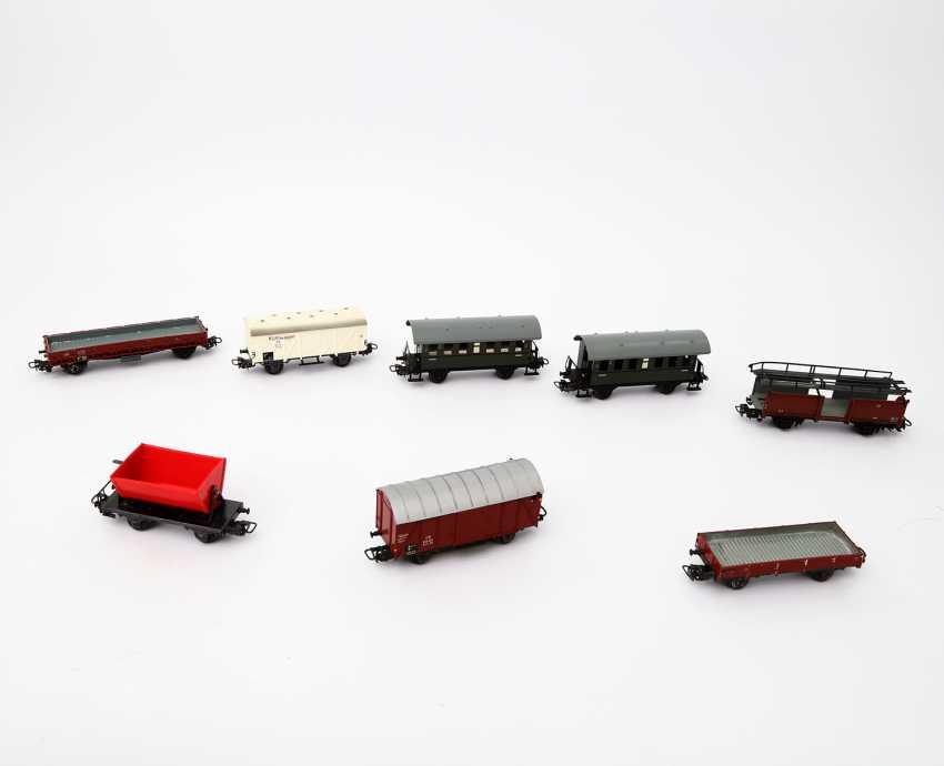 MÄRKLIN mixed lot of 18 passenger coaches and freight wagons, gauge H0, - photo 2