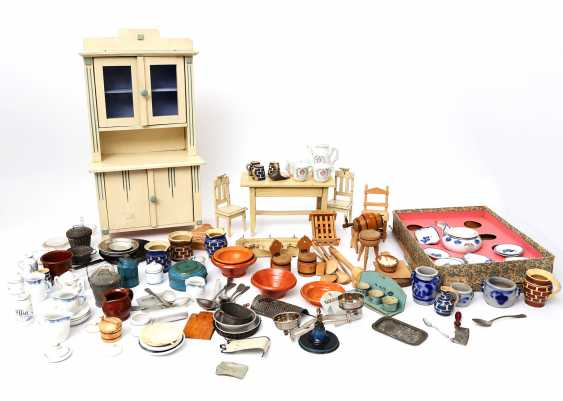 Extensive Collection Of Doll's Kitchen Accessories, - photo 1