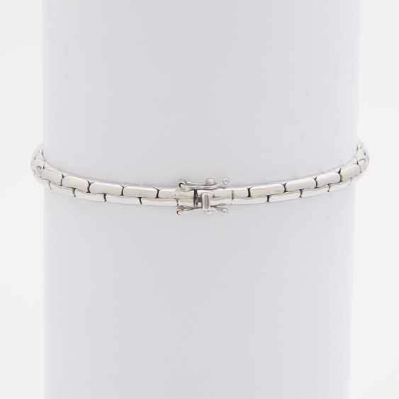 Bracelet bes. 9-fac. Sapphires and 28 brilliant-cut diamonds; - photo 2