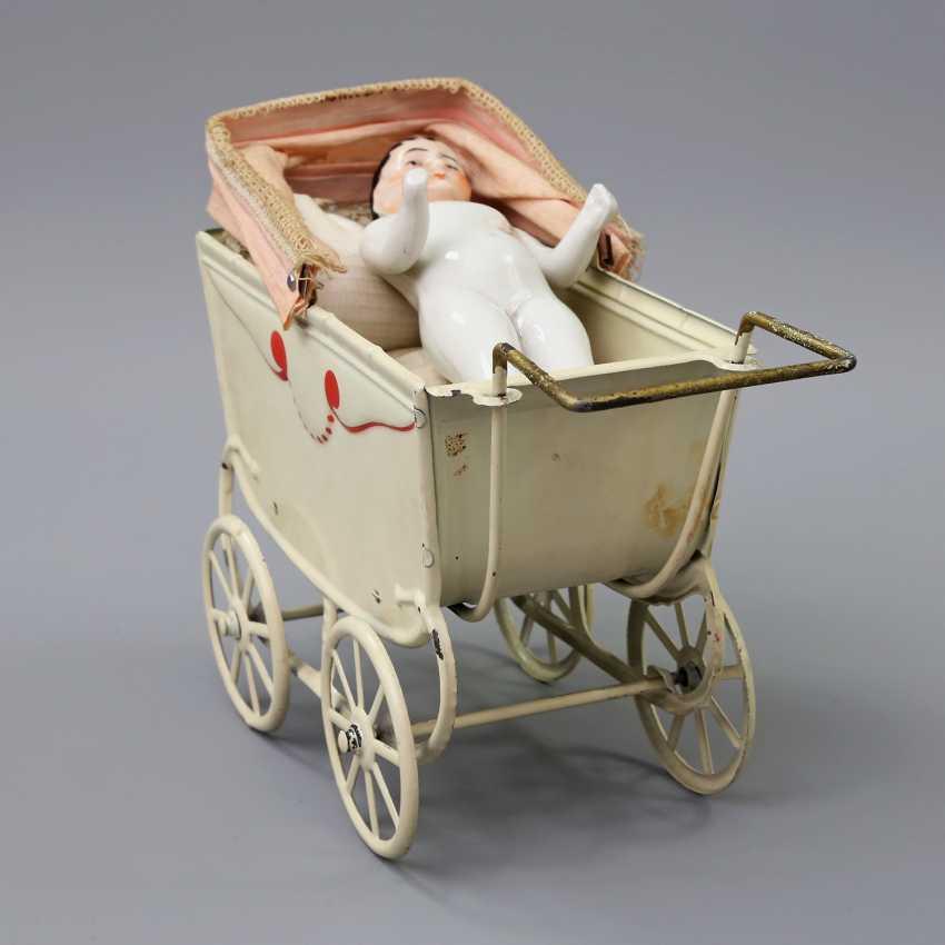 Miniature Doll's Pram, 1.H. 20. Century, - photo 1