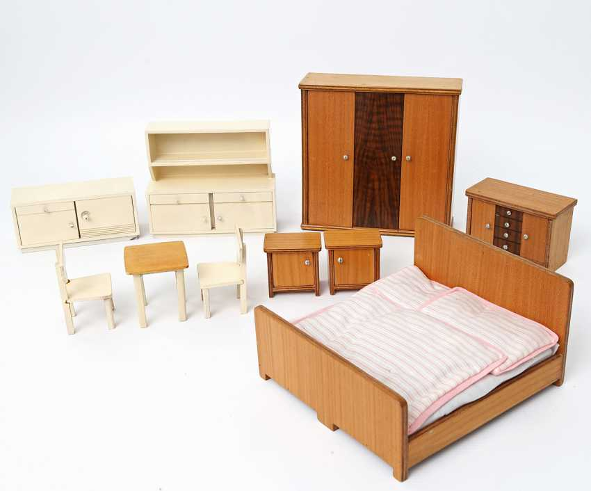 Bedroom and kitchen furniture for the Dollhouse, 1930s/40s, - photo 1