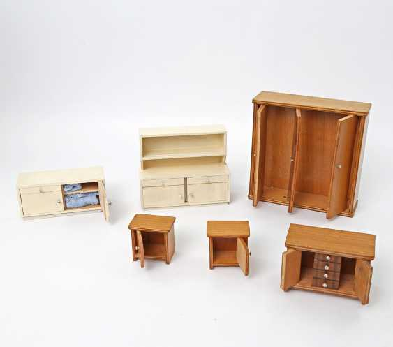 Bedroom and kitchen furniture for the Dollhouse, 1930s/40s, - photo 2