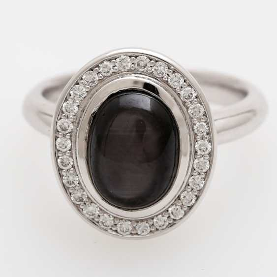 Lady's ring with star sapphire and diamonds, - photo 1