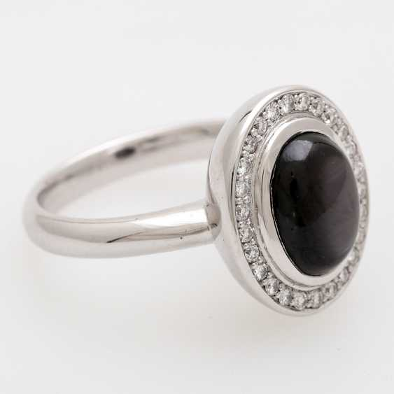 Lady's ring with star sapphire and diamonds, - photo 2