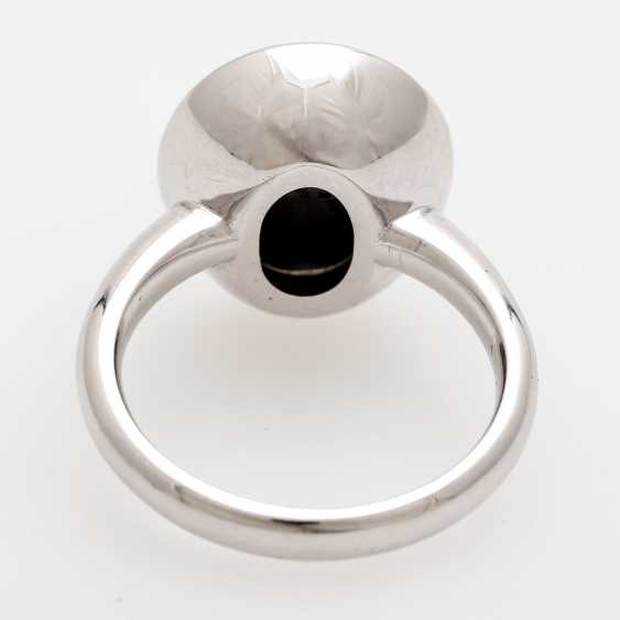 Lady's ring with star sapphire and diamonds, - photo 4