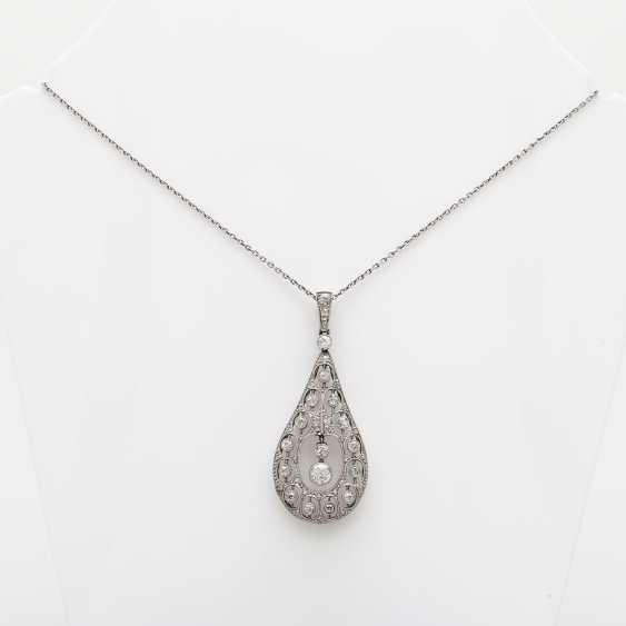 Art Deco pendant with diamond roses - photo 1