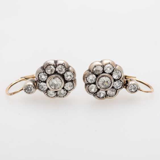 Earrings in flower shape - photo 1