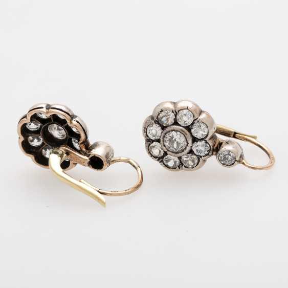 Earrings in flower shape - photo 3