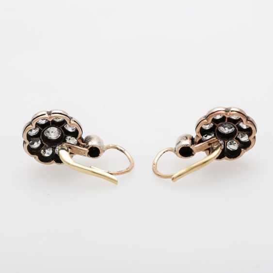 Earrings in flower shape - photo 4