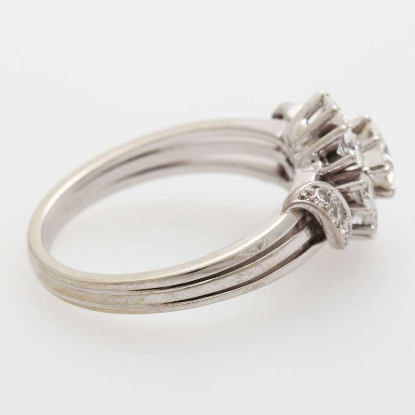 Ring bes. with 11 brilliant-cut diamonds and 4 Achtkantdiam.; - photo 4