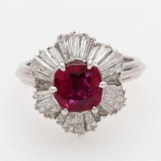 Ring with a ruby approx. a 2.7 ct. the finest quality, - photo 1