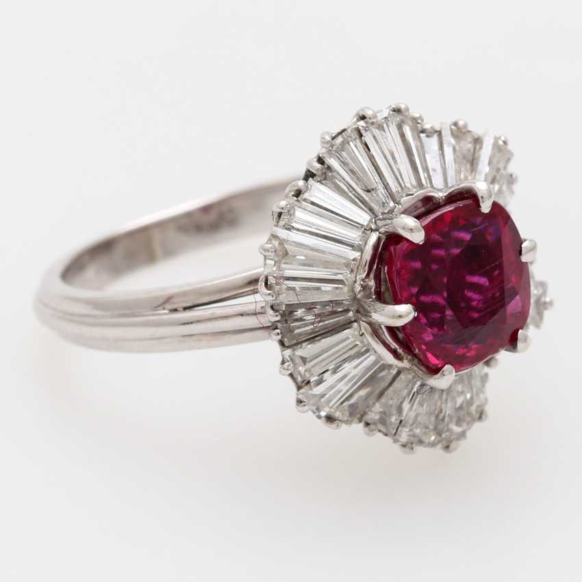 Ring with a ruby approx. a 2.7 ct. the finest quality, - photo 2