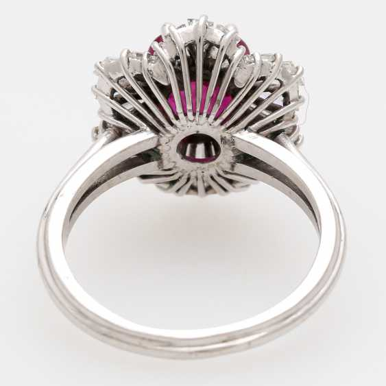 Ring with a ruby approx. a 2.7 ct. the finest quality, - photo 4