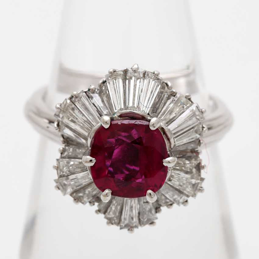 Ring with a ruby approx. a 2.7 ct. the finest quality, - photo 5