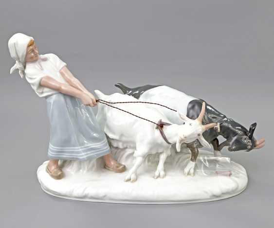 MEISSEN figure group 'the goat shepherdess', 20. Century - photo 1