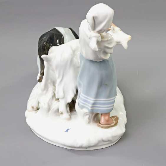 MEISSEN figure group 'the goat shepherdess', 20. Century - photo 3
