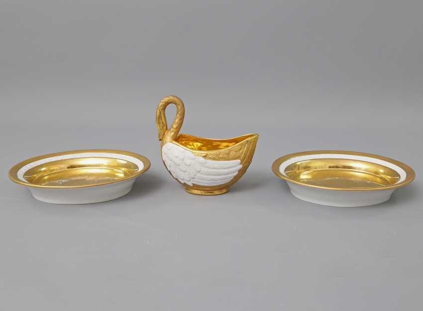 WEANED Schwanensauciére mit 2 Untertassen, 1804-1815. - photo 2
