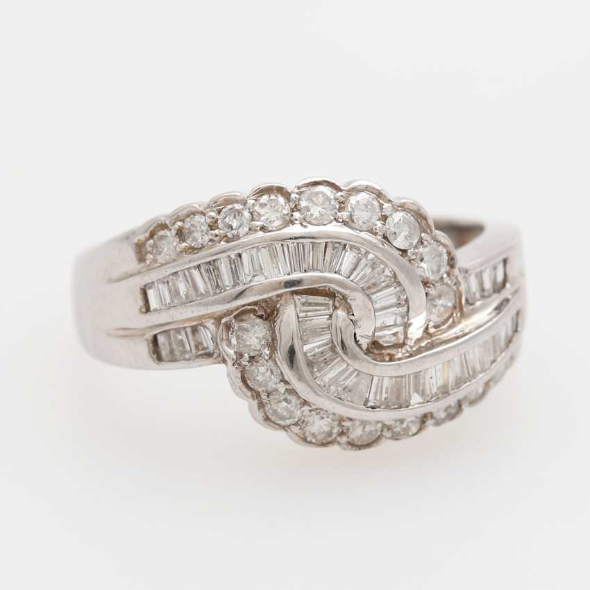 Ring studded with 18 brilliant-cut diamonds and approx. 32 diamond trapezoids; - photo 1