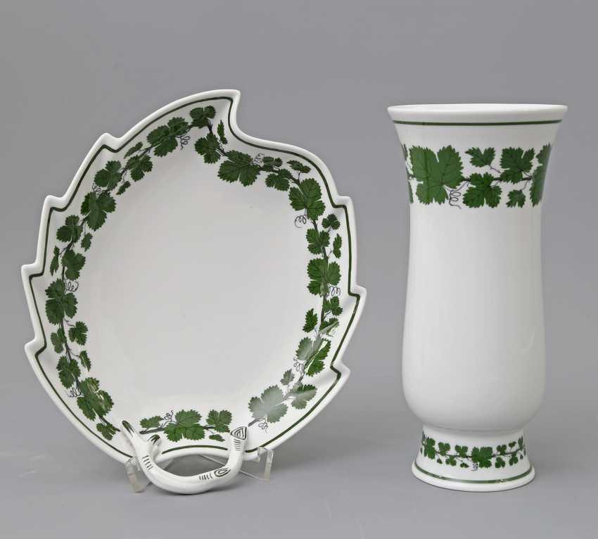 MEISSEN Cup and Vase 'vine leaf', 20. Century - photo 1