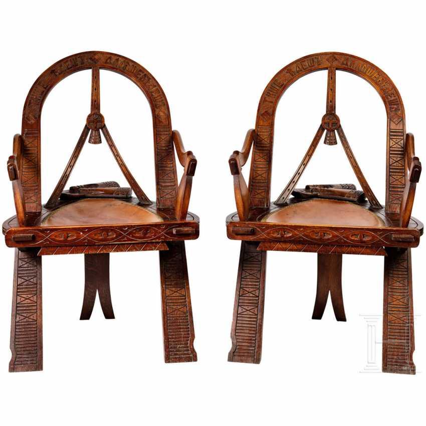две резные кресло в русском стиле дуга топоры и рукавицы