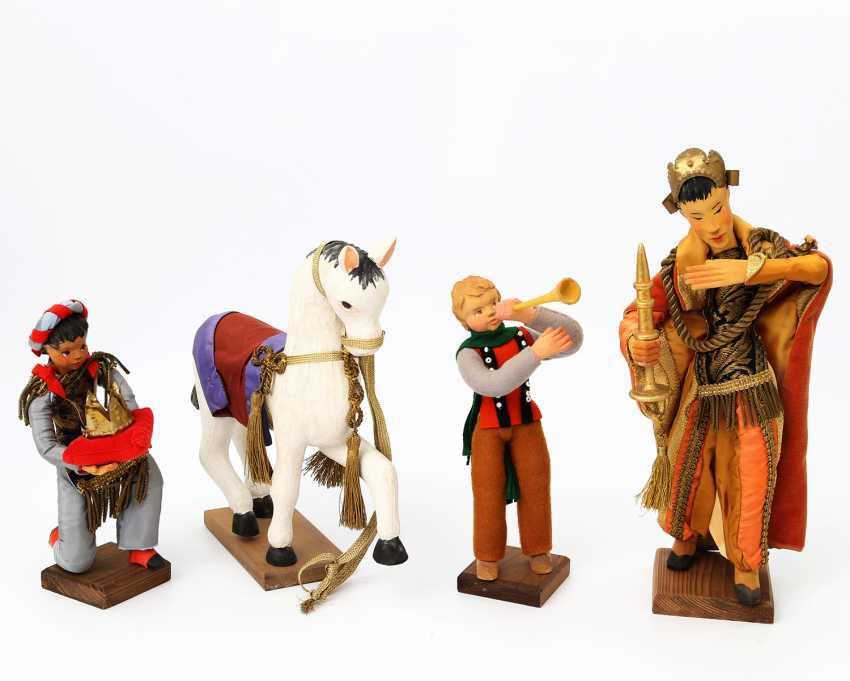 FEHRLE, ANNA and workshop (A. F. Schwäbisch Gmünd 1892-1981 ibid.), Holy three kings and their retinue, - photo 3